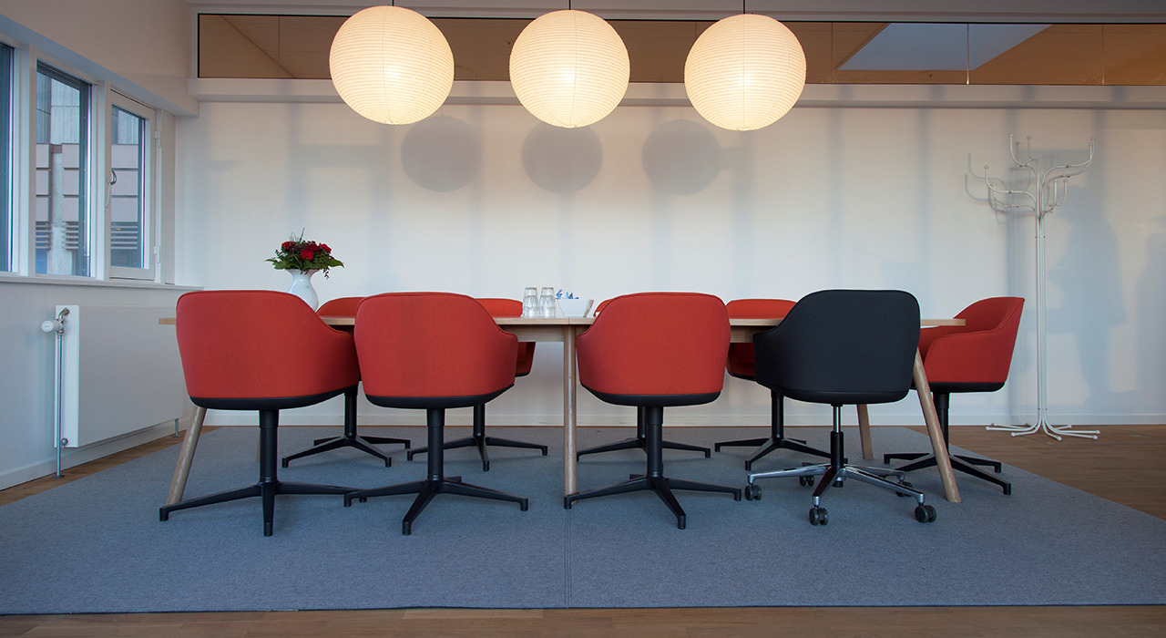 sound-absorbing felt rug under conference table and chairs in office