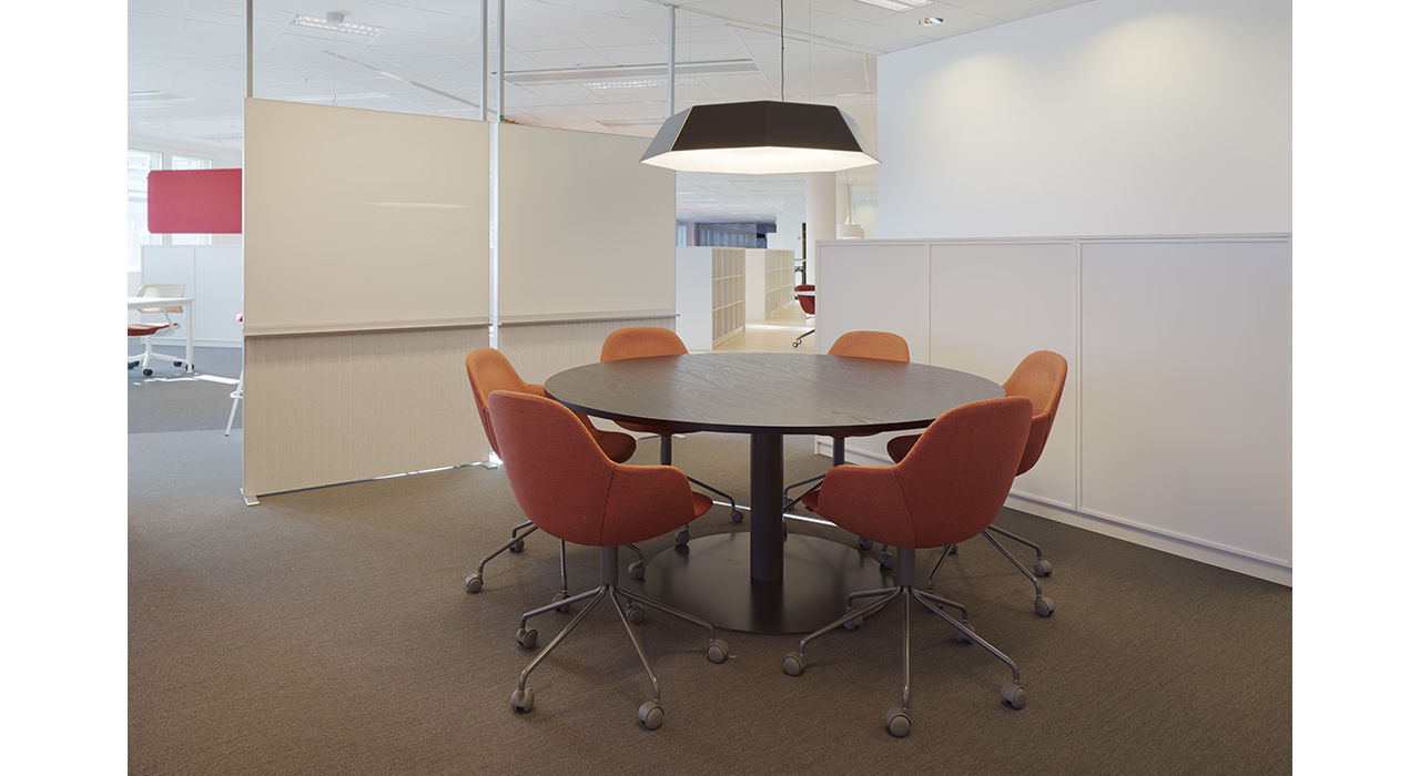 alumi combi screen conference room round table hero