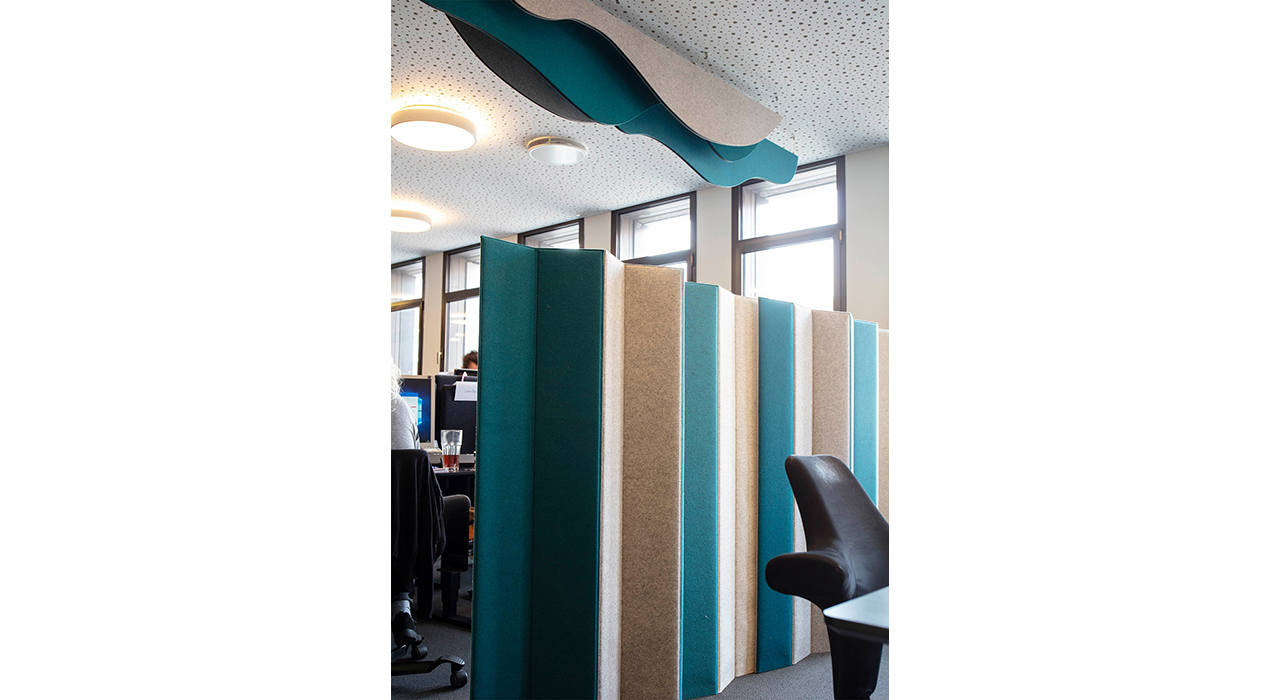 mix max felt divider and ceiling felt baffle in office